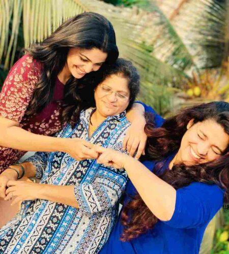 Family Father Name: Vilas Sawant Mother Name: Amruta Sawant Sister Name: Ruchira Sawant Brother Name: Shrey Sawant Husband Name: N.A Son: N.A Daughter: N.A Affair: N.A