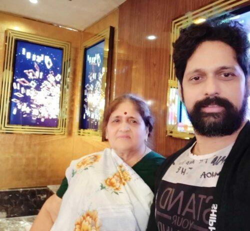Rajesh Shringarpure wife
