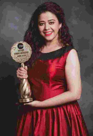 Anita with award